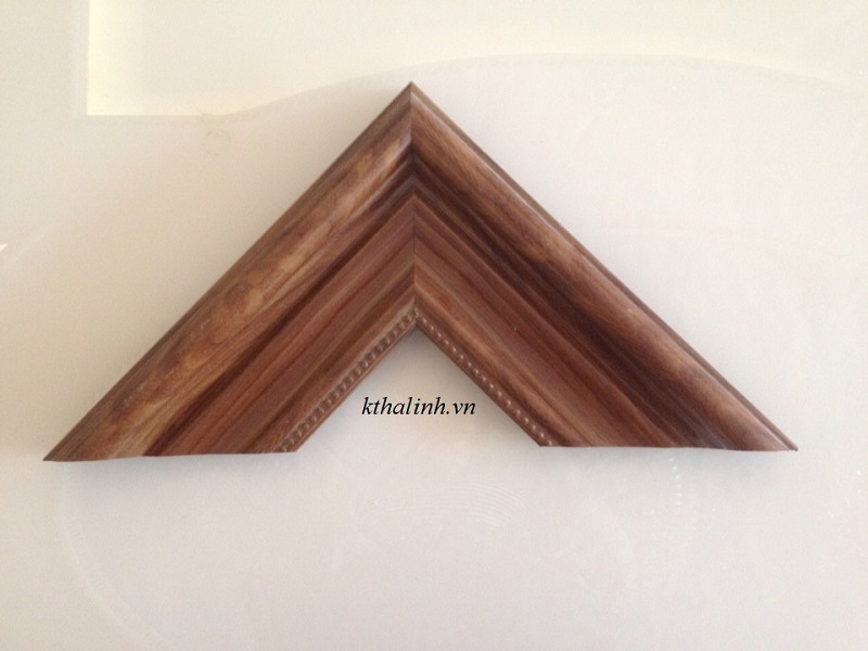 wood-imitation-picture-frame-for-people-loving-simple-things-2