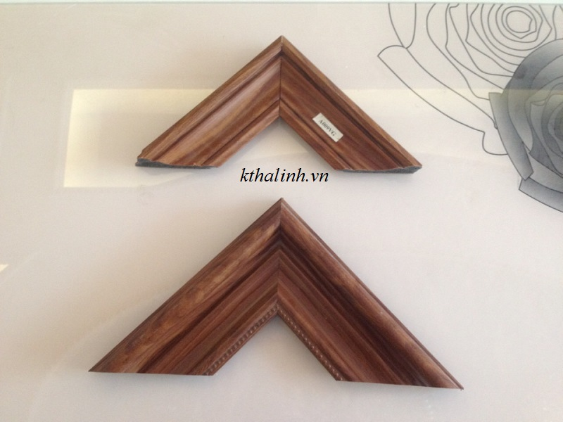 wood-imitation-picture-frame-for-people-loving-simple-things-3