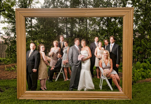 Funny-wedding-photo-booth-with-picture-frame1