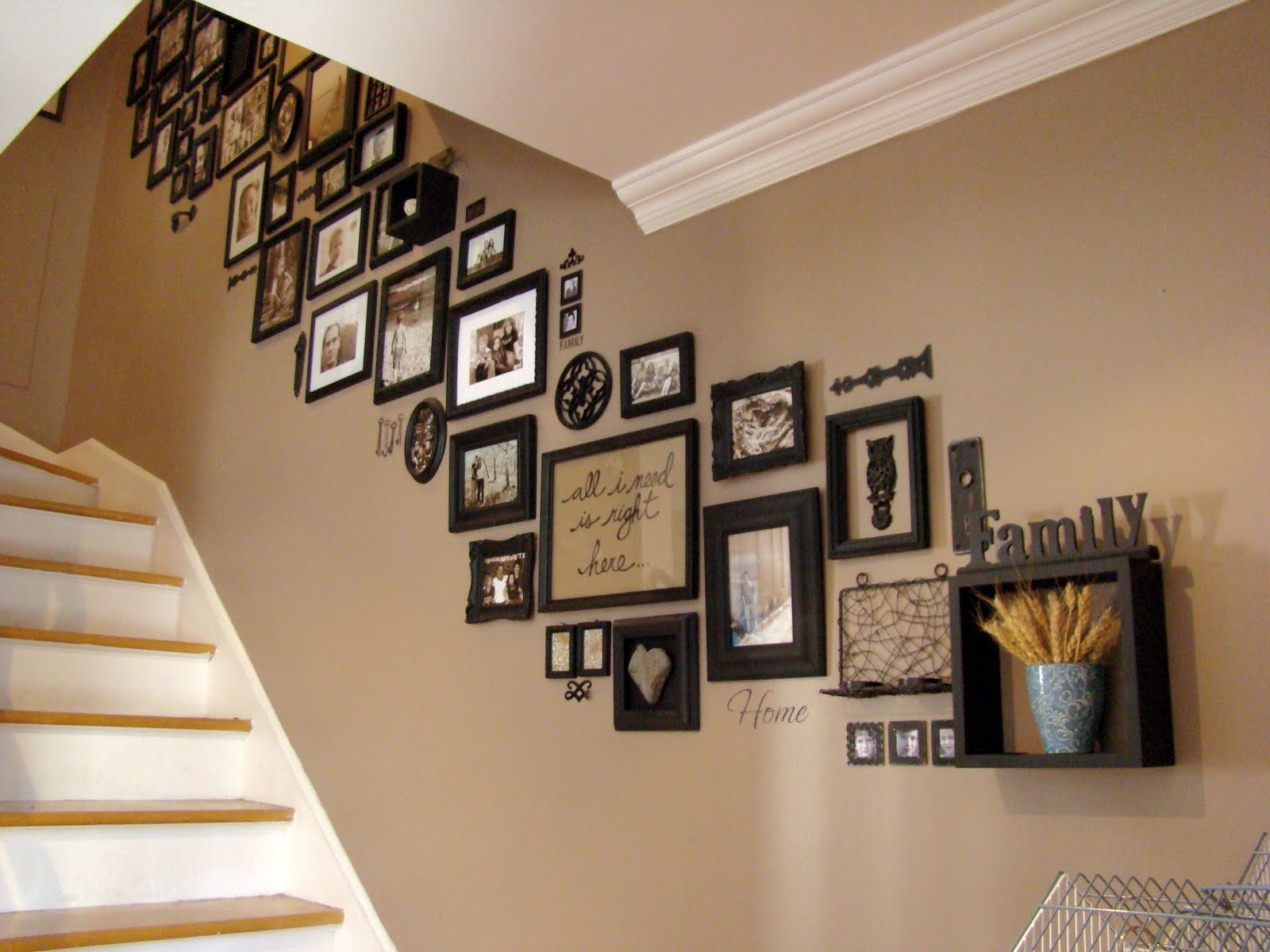 Some-tips-to-display-picture-frames-for-your-home2